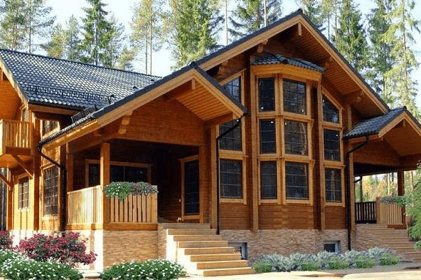 Nhà gỗ Châu Âu kết hợp với cửa kính vừa hiện đại vừa sang trọng