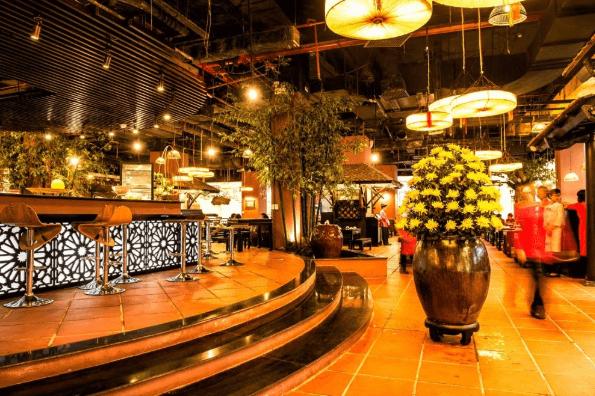 Kết hợp thêm màu sắc khiến không gian nhà hàng trở nên rực rỡ hơn