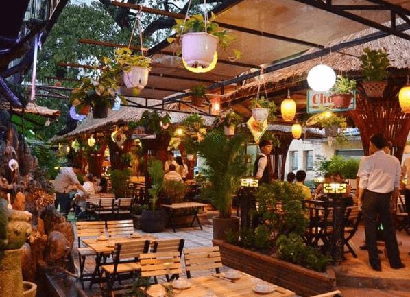 Thêm cây xanh để nhà hàng luôn tươi mới