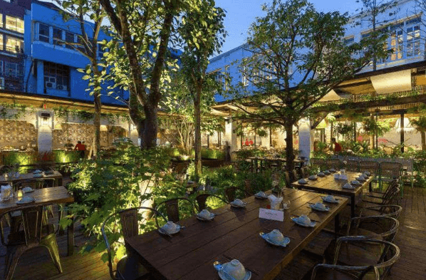 Phong cách thiết kế nhà hàng sân vườn đẹp, hiện đại, sang trọng